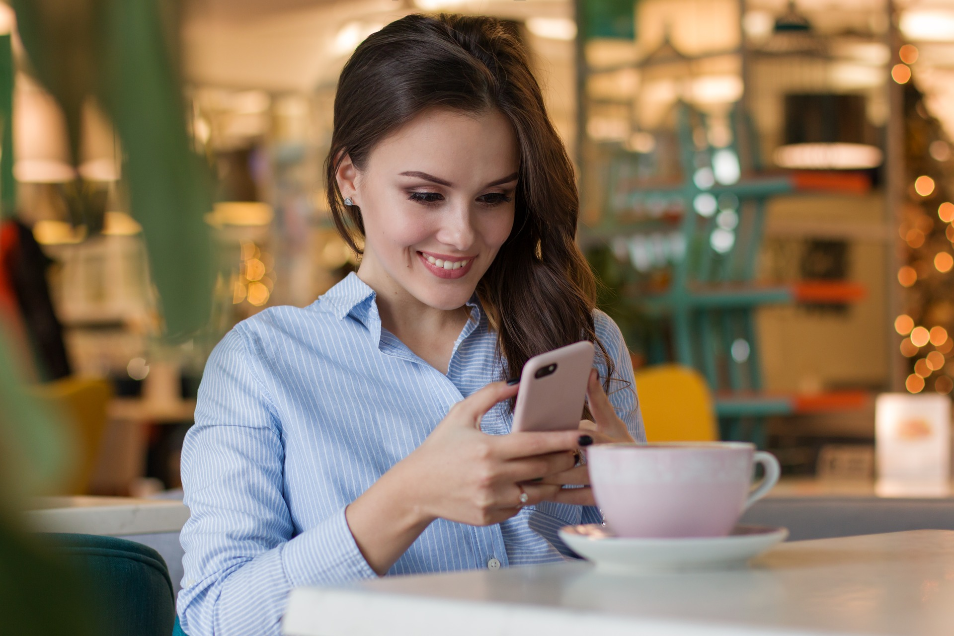 contactless-order-solution-for the-client allows to make an order from personal smartphone , to see the menu, to choose items, to pay online